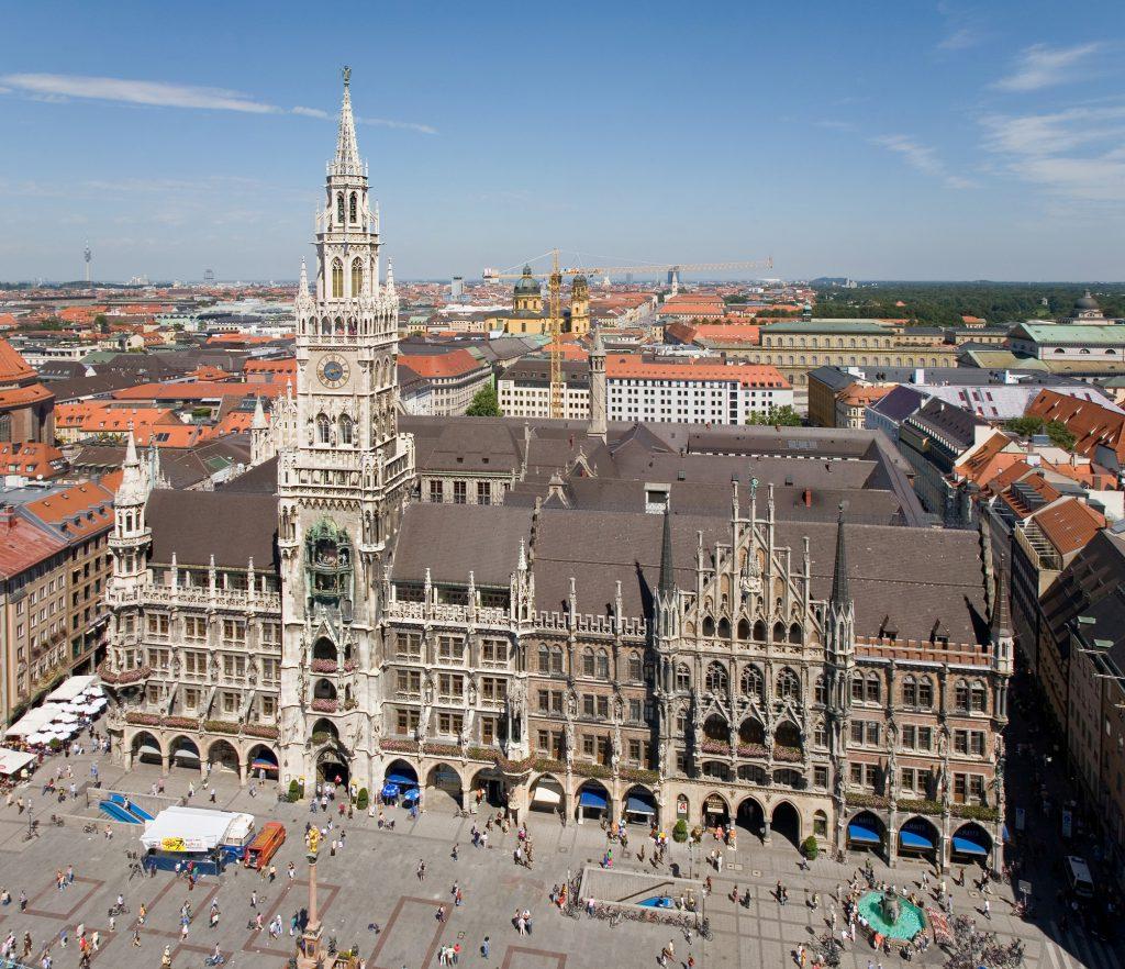Rathaus-Marienplatz-Peterskirche